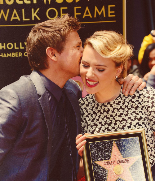 never enough pictures of scarjo and jrenners