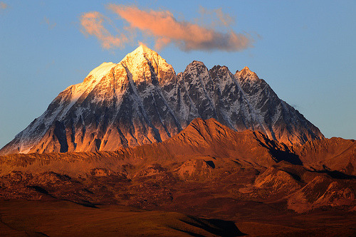 alrightdays:  The sacred Mount Zhara Lhatse 5820m at sunset, Tibet (by reurinkjan)