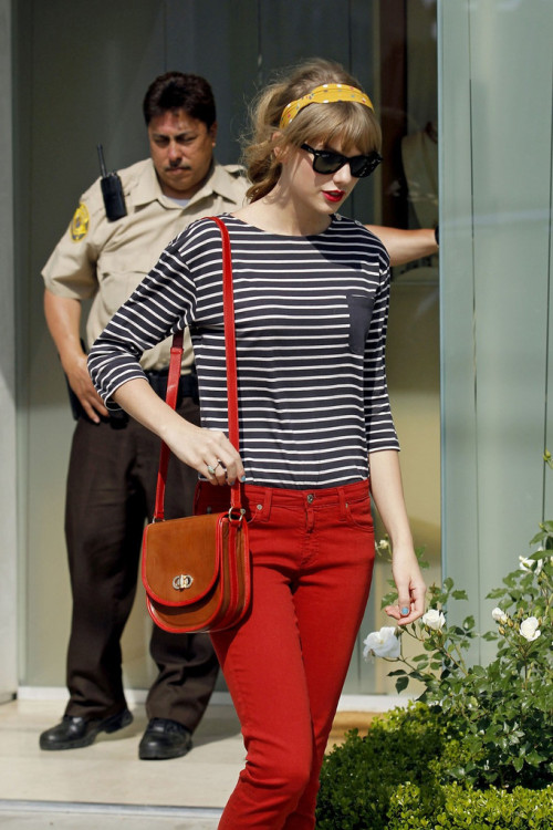 tswiftdaily:   Shopping at Neil Lane Jewelry store in Los Angeles, California - May 4, 2012
