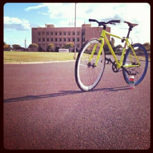 Sagaba. #alohafriday #instagramhi #hiig #fixedgear #fixie #vitaminwater #attention (Taken with instagram)