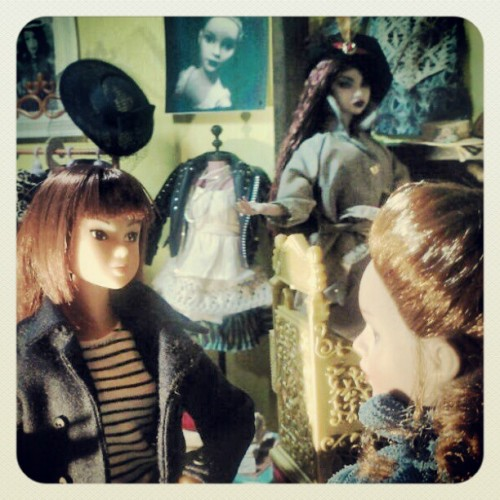 #Momoko #doll and Tiny #Kitty #Collier discuss a little business as #Nuface #FashionRoyalty #ClashControl #Erin looks on. #integrity #FR #instagramhub #instahub  (Taken with instagram)