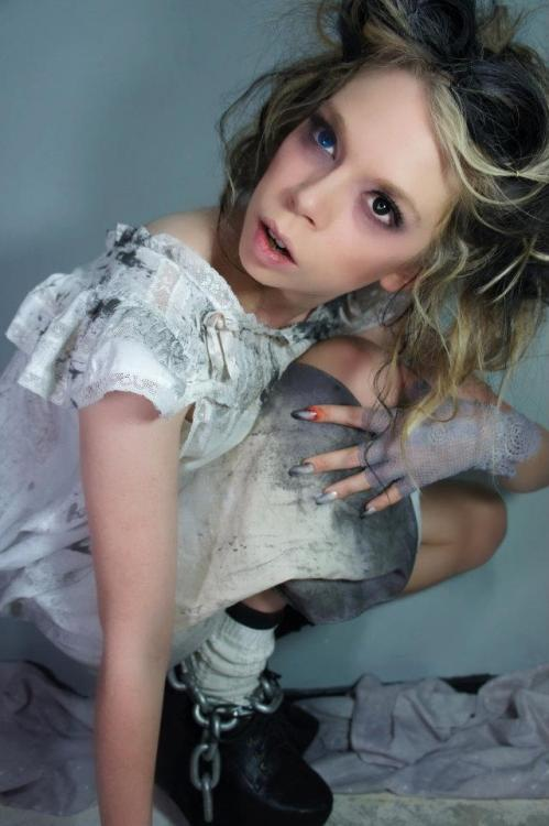 grav3yardgirl:  via swamp friend http://hayleyy-louise.tumblr.com/ ♥ i miss wearing this costume!