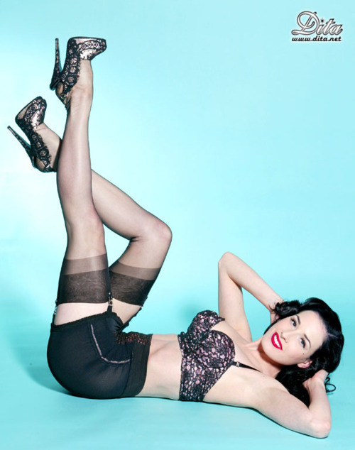 ffncollector:  gsandthongs:  pin up style  Classic PInup shot with Dita Von Teese :)
