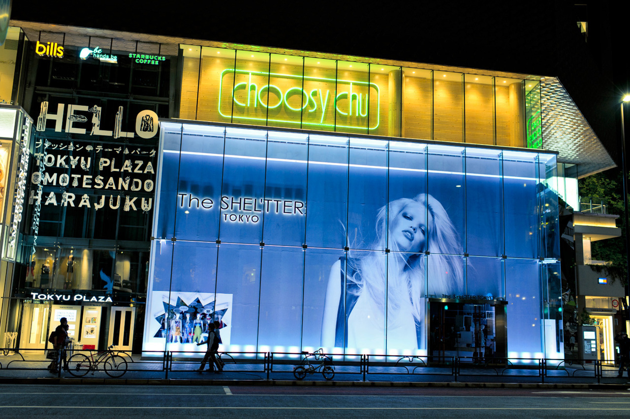 Huge Daphne Groeneveld image on the side of The Shel'tter Tokyo in Harajuku.