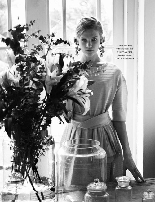 """Life In Mono""L'Officiel Singapore, March 2012Model : Vita Sidorkina"