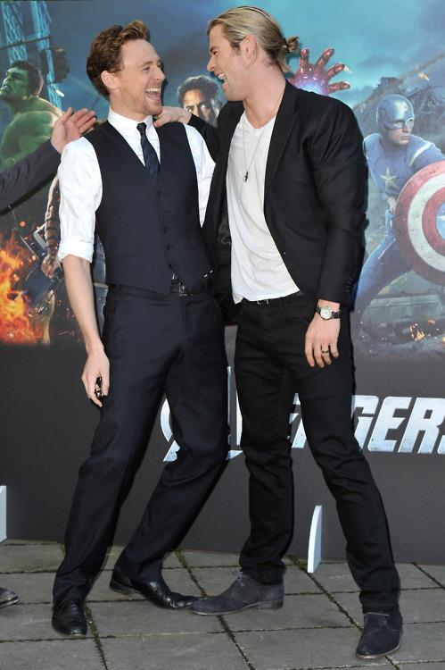 toomanylokifeels:   #SOMEONE PHOTOSHOP A SALAD IN THERE #HIDDLESWORTH LAUGHING TOGETHER WITH SALAD  …why not.