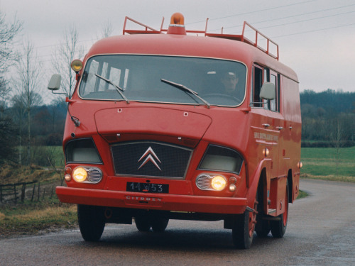 vonsontag:  definemotorsports:  1966 Citroën 350 Camion de Pompier  It's funny to see how things wich, by the time I was a kid, were considered super ugly are now the epitome of coolness…