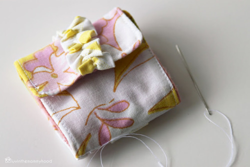 luvinthemommyhood: ruffled needlecase tutorial for ruffles 2012