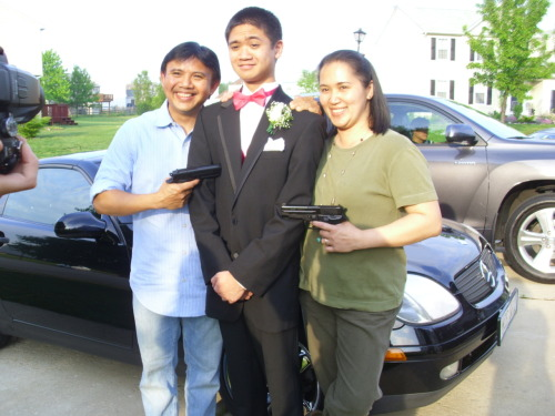 homykristen:  thecrazyfilipino:  my parents and my date for prom hahaha  lol