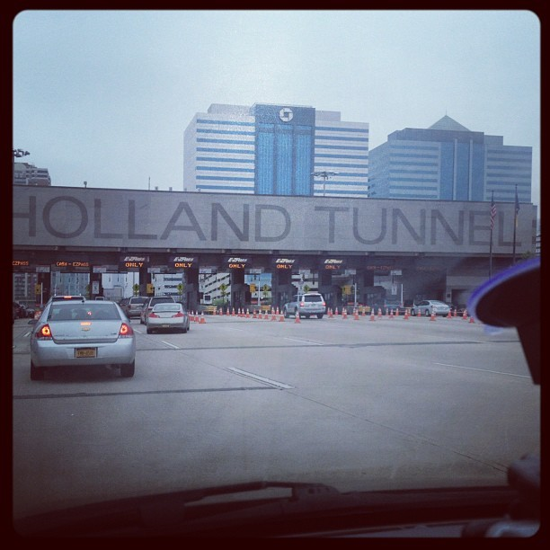 Why Hello #nyc #newyork #holland #hollandtunnel #tunnel ::: 🍎🗽👋 (Taken with instagram)