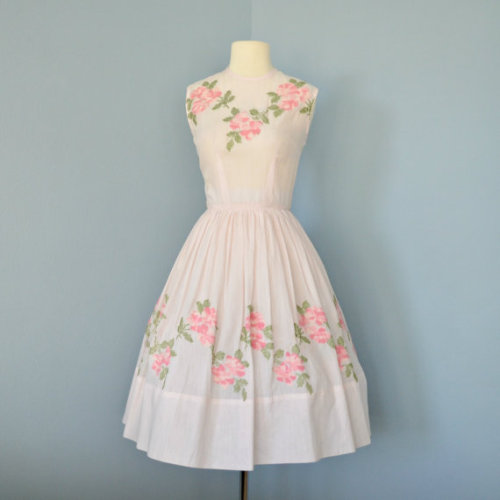 this is so beautiful, oh my. want it for my cousins wedding but it is white, booo.