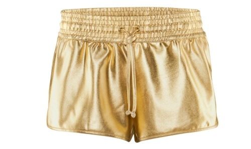 Gold-ish shorts by H&M. (via carolinesmode.com)