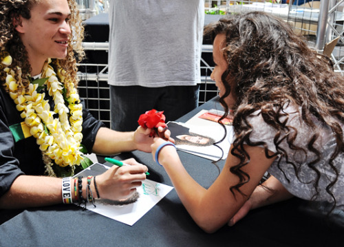 deandrekamelebrackensick:  A fan gives @BrackensickAI11 a rose :)