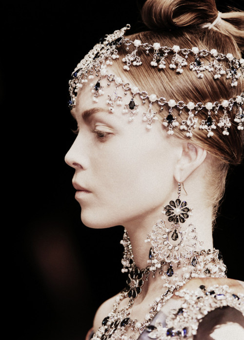 voguelovesme:  Siri Tollerød at Alexander McQueen Autumn/Winter 2008
