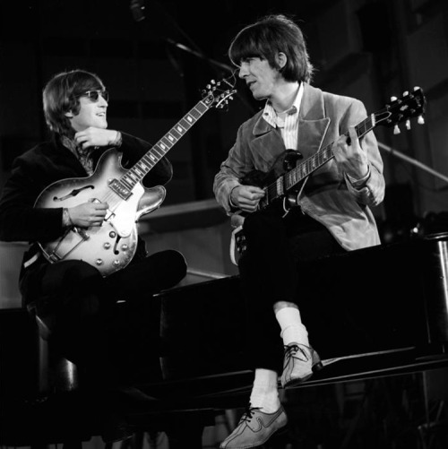 eleanor64:  #JohnLennon & #GeorgeHarrison 1966