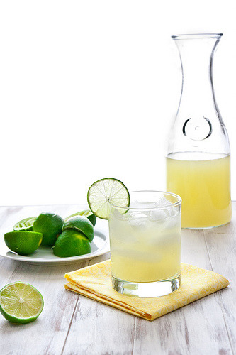 Happy Cinco de Mayo! Classic Lime Margarita recipe from Confections of a Foodie Bride