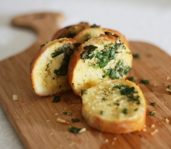 fuckyeahdeliciousfood:  Herb and garlic bread
