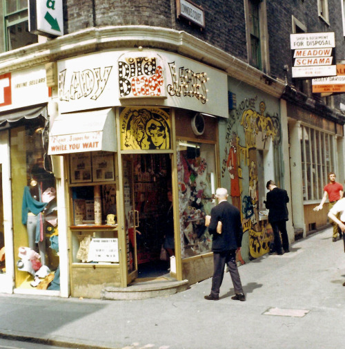 psychedelic-sixties:  London 1968