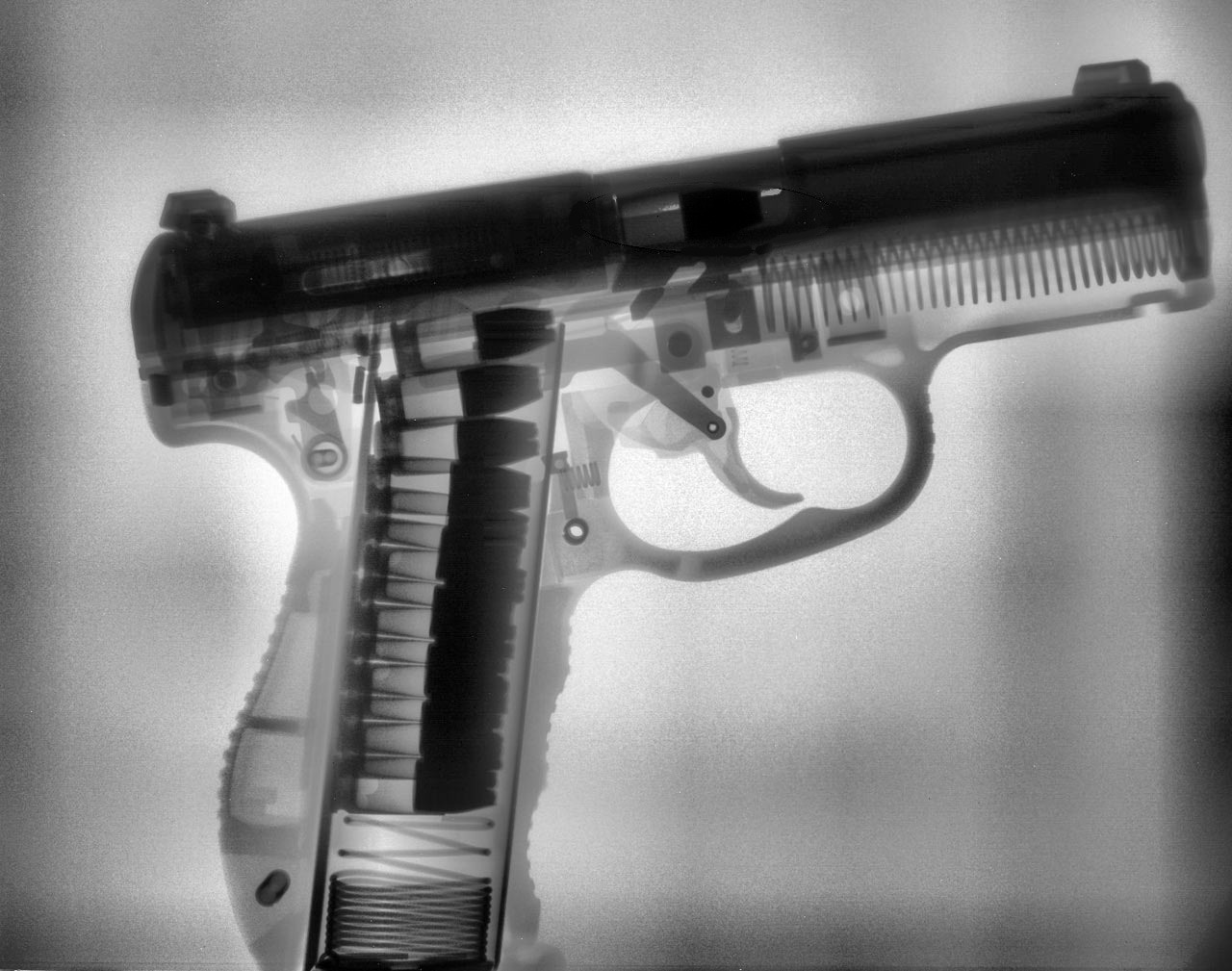 weaponzone:  Walther P99 (X-Ray Cross-sectional Image)