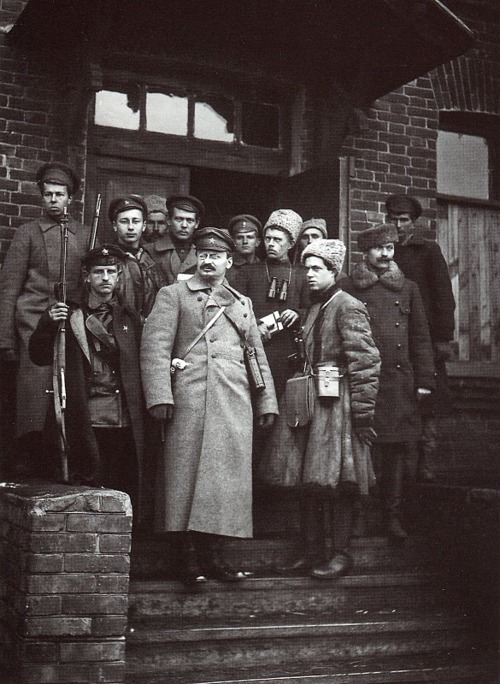 itsthatbear:  Leon Trotsky with his bodyguards in 1919