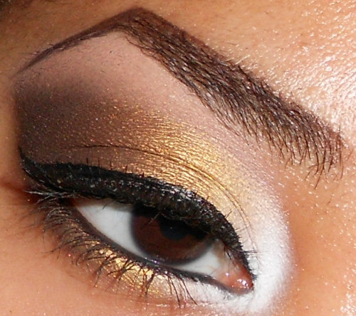 White Gold and Brown Eyeshadow Tutorial (click pic for tutorial) http://www.youtube.com/user/makemeupbywhitney http://makemeupbywhitney.tumblr.com/