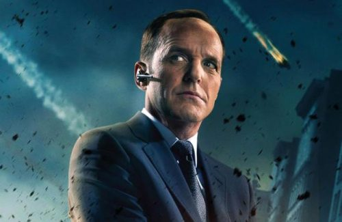 dryvodkamartini:  REBLOG IF YOU LOVE AGENT COULSON.    Well this is a given.
