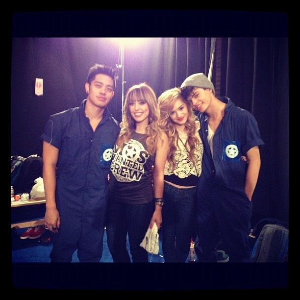 chianship:  Yee! Lovin the couples :) Look at Chachi and Ian getting all cozy :)