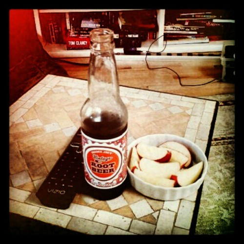 #soda #rootbeer #drank #drink #yolo #swag #apples #food #television (Taken with instagram)