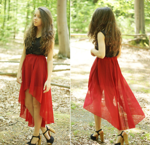 Red asymmetric skirt (by Gabriela G)