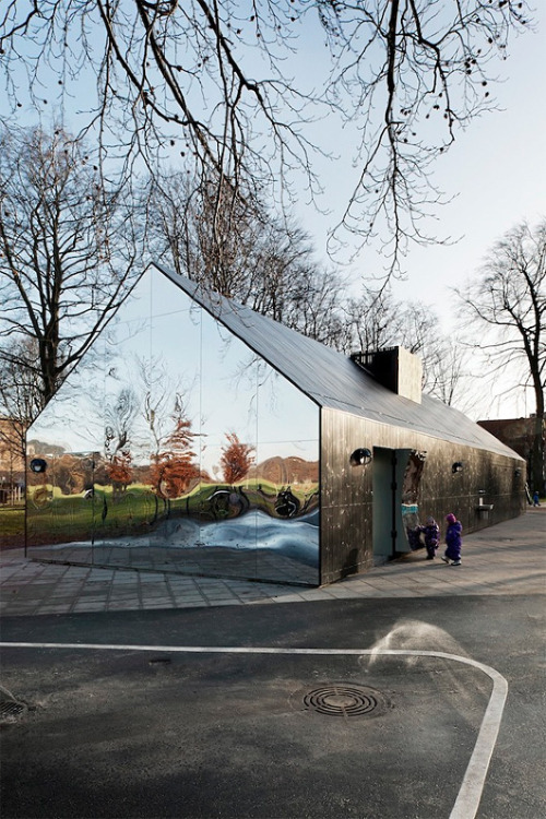 Great project at Copenhagen Central Park by Danish-American based architects MLRP. The reflective pavilion was created as part of the new Interactive Playground Project in Copenhagen. Mirror House by http://www.mlrp.dk/