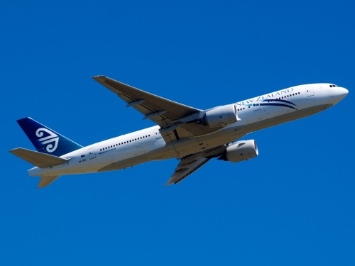 Air New Zealand 777 leaving Christchurch Type: Boeing 777-219ER Registration: ZK-OKG Location: Christchurch International Airport Date: 27/12/2011