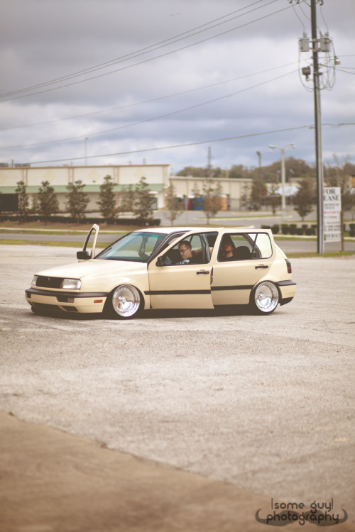 kailynstenger:  eaay:  dehate's (now broken to be sold) mk3!   whoever said that is wrong ^ haha