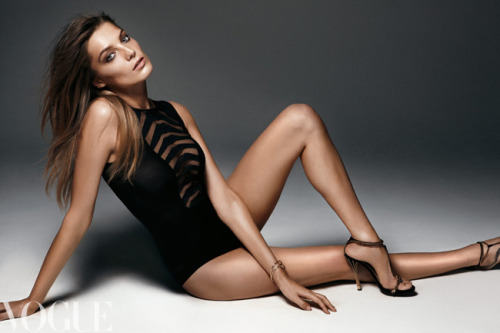 Daria Werbowy for June 2012 issue of Vogue Australia. Subscribe now. Image by Kai Z Feng