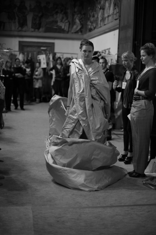 Backstage at Vivienne Westwood. Photo by Miguel Domingos. /Apocalypse Mjau
