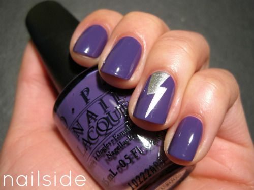 Lightning bolt accent nail