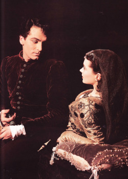 sharontates:  Laurence Olivier and Vivien Leigh in their theatre production of Romeo and Juliet (1940)