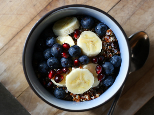 squaremeal:  (via Red Quinoa Breakfast Bowl – Red, White, and Blueberries)