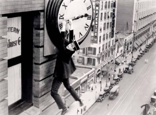 srdash:  Harold Lloyd (April 20, 1893 – March 8, 1971) and the iconic clock scene in Safety Last!
