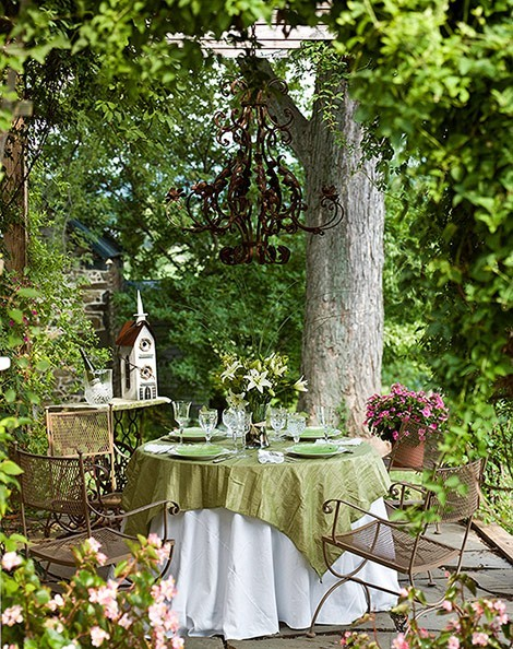 pretty shabby sitting area in the garden