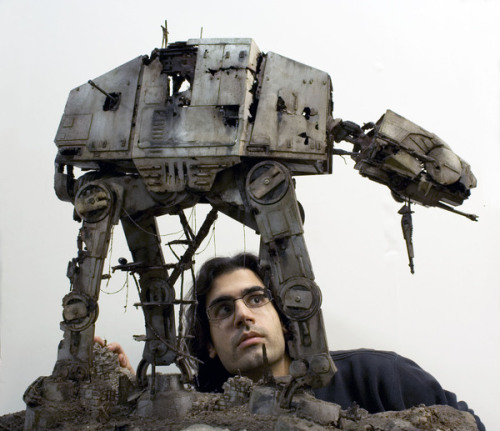 artreblog:  Amazing Star Wars AT-AT Sculpture (via GeekTyrant)
