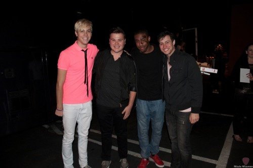 wiseshots:  Reunited and it feels so good! r5 concert