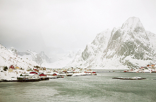 clubmonaco:  Winter in Reine, Norway.