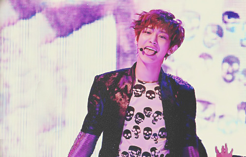 enough of the face twitch, let's stare at the gorgeous tongue of Channie