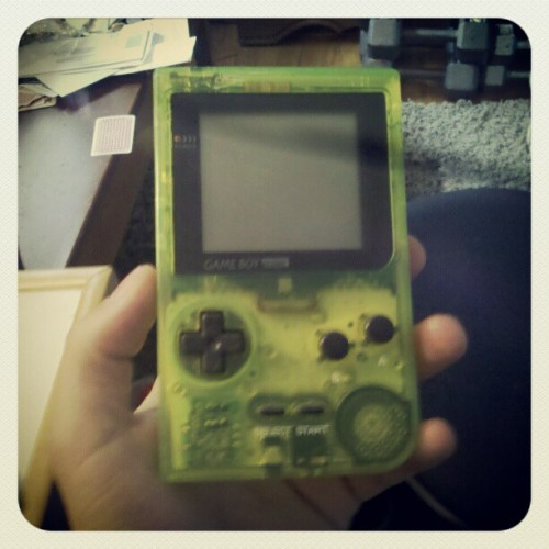 thekidcalifornia:  #oldschool #nintendo #gameboy #90smemories (Taken with instagram)