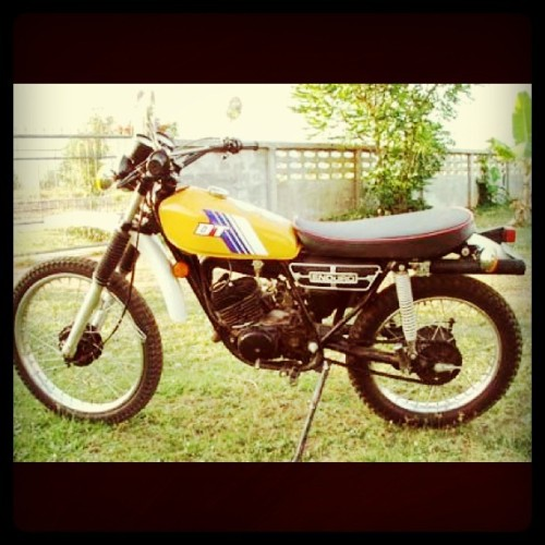 want this one as my next birthday present. ngarep setin! yamaha dt100 enduro 1978. #motorcycle #anubatur (Taken with instagram)