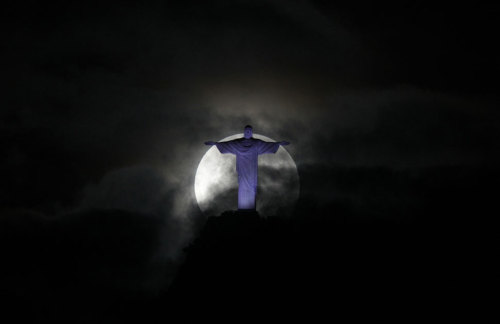 Supermoon over the Christ the Redeemer statue in Rio de Janeiro (For a related post, click here http://christiannightmares.tumblr.com/post/1364211364/poland-to-build-worlds-largest-jesus-statue)