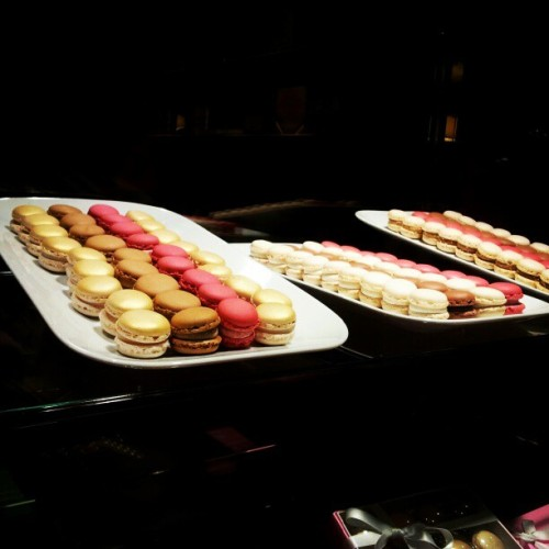 Sweet swiss macaroons!! I loooovveee. #macaroons  #sweets  #pretty (Taken with instagram)