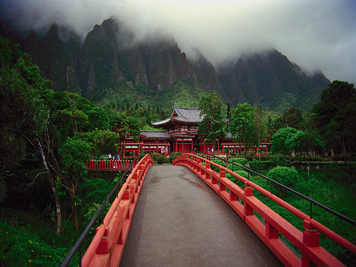 peindre:  Byodo Temple, Oahu, Hawaii (by waaade)