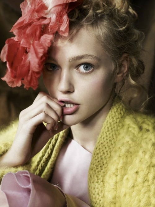 physiogn0my:  Sasha Pivovarova shot by Mario Testino for British Vogue December 2007