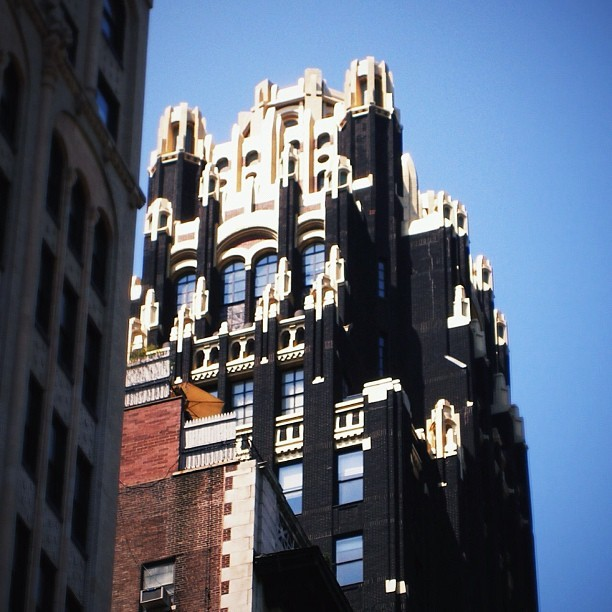 Raymond Hood's American Radiator Building #5thave #nyc #manhattan #skyscrapers #architecture #RaymondHood #AmericanRadiator #bryantpark #nypl #architects #underappreciated (Taken with Instagram at Bryant Park)